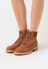 Vero Moda - VMSINEA BOOT - Ankle boot - auburn - 0