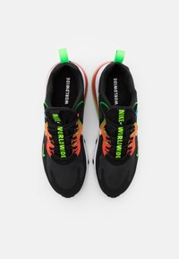 Nike Sportswear - AIR MAX 270 REACT UNISEX - Sneakers laag - black/white/green strike/flash crimson/blue fury - 3
