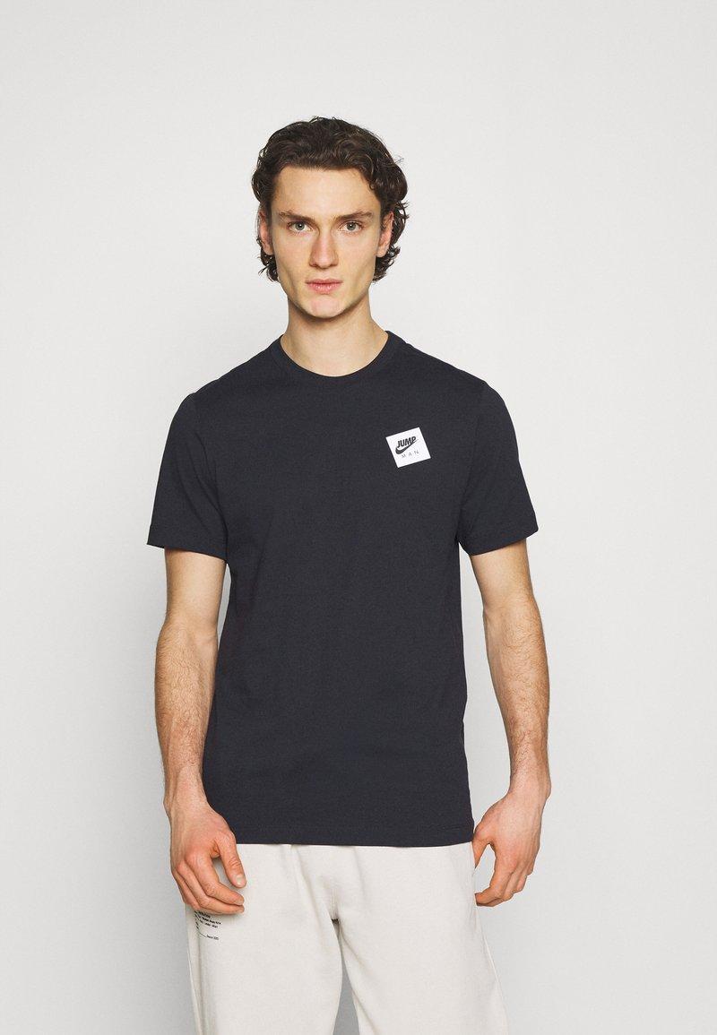 Jordan - CREW - Print T-shirt - black/gym red