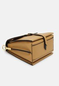 Coccinelle - LOUISE - Handbag - warm beige/noir - 5