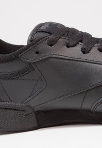 Reebok Classic - CLUB C 85 LEATHER UPPER SHOES - Sneakers - black/charcoal - 5