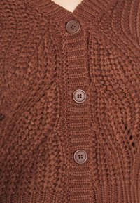 Pieces Curve - PCRACHEL CARDIGAN - Cardigan - root beer - 5