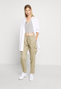Pepe Jeans - JYNX - Cargo trousers - thyme - 1