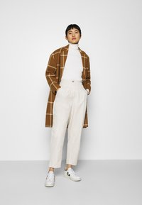 Marc O'Polo - LONGSLEEVE TURTLE NECK STRUCTURE - Svetr - off white - 1