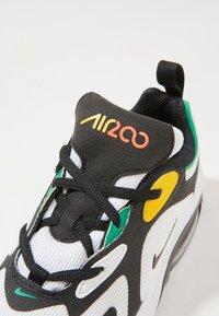 Nike Sportswear - NIKE AIR MAX 200 SCHUH FÜR JÜNGERE KINDER - Sneakers basse - white/black/bright crimson/university gold - 2