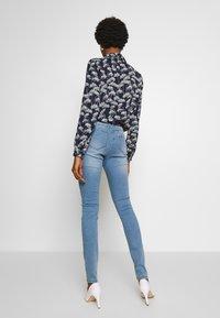 Noisy May - NMJEN  SHAPER - Jeans Skinny Fit - light blue denim - 2
