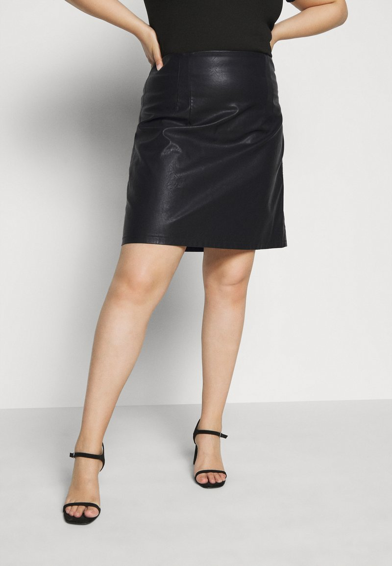 Noisy May Curve - NMNEW REBEL SHORT SKIRT CURVE - Leather skirt - black