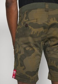 Alpha Industries - KEROSENE - Shorts - oliv - 3