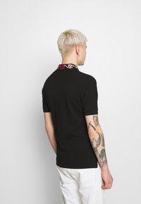 Versace Jeans Couture - BAROQUE COLLAR MULTI - Poloshirt - black - 2