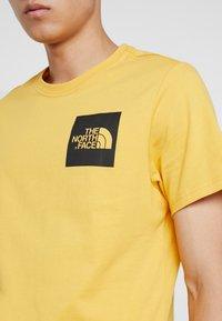 The North Face - FINE TEE - Triko spotiskem - yellow - 5