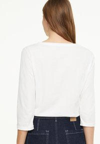comma casual identity - Long sleeved top - offwhite wording metallic - 2