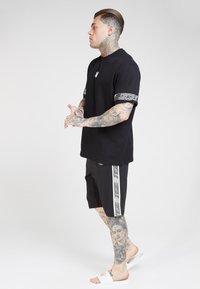 SIKSILK - ZONAL RUNNER - Shorts - black - 1
