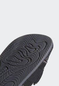 adidas Originals - PHARRELL CHANCLETAS HU - Badsandaler - core black/utility black/core black - 8
