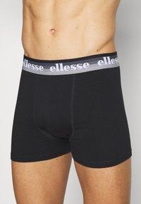 Ellesse - MENS PRINTED 3 PACK - Pants - black/mono - 5