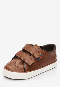Next - TAN BROGUE STRAP TOUCH FASTENING SHOES (YOUNGER) - Baby shoes - brown - 2
