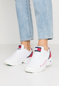 Tommy Jeans - WMN HERITAGE TOMMY JEANS SNEAKER - Trainers - red/white/blue - 0