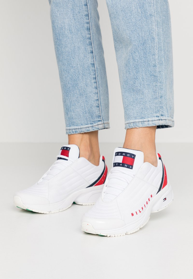 Tommy Jeans - WMN HERITAGE TOMMY JEANS SNEAKER - Trainers - red/white/blue