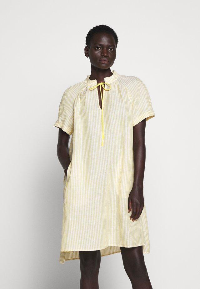 DILUIRE - Robe d'été - sunshine yellow