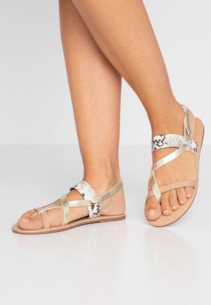 FABIENNE TRIPLE STRAP GLAD T-BAR - Sandály s odděleným palcem - metallic