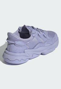 adidas Originals - OZWEEGO SCHUH - Trainers - purple