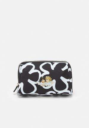 OVERSIZED POP ART FLOWER POUCH BAG - Kosmetická taška - multi