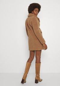 Vero Moda Tall - VMDONNA COAT - Klassisk kåpe / frakk - tobacco brown - 2
