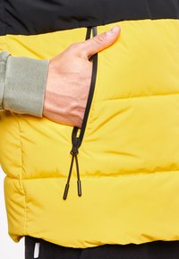 National Geographic - Waistcoat - lemon chrome - 4