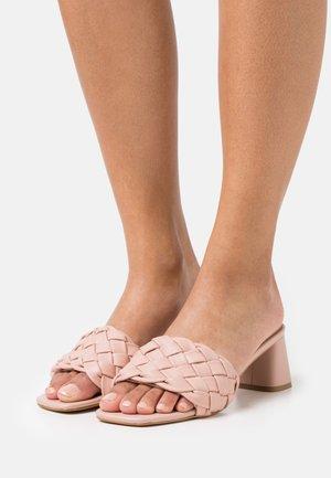LARIMAR - Pantofle na podpatku - cipria