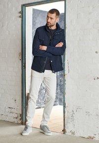 J.LINDEBERG - JAY SOLID - Jeans slim fit - cloud white - 3