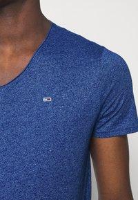 Tommy Jeans - SLIM JASPE V NECK - Jednoduché triko - blue - 4
