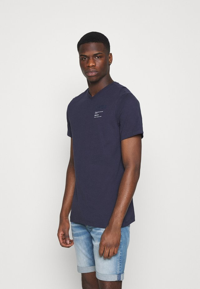 CHEST GRAPHIC - T-shirt print - sartho blue