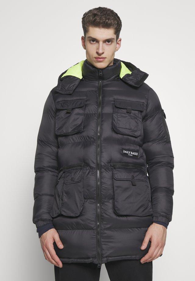 UTILITY BUBBLE JACKET - Płaszcz zimowy - black