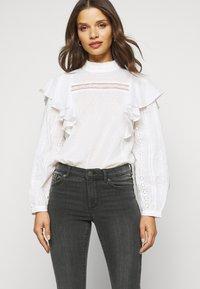 Vero Moda Petite - VMTANYA PIPING - Jeans Skinny Fit - dark grey denim - 4