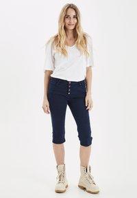 PULZ - Jeans Short / cowboy shorts - dark sapphire - 1