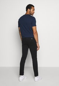 Calvin Klein Jeans - SKINNY WASHED STRETCH - Trousers - black - 2