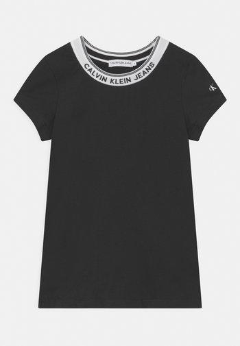 INTARSIA NECK LOGO  - Print T-shirt - black