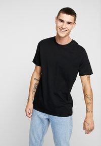 Topman - 3 PACK - Basic T-shirt - beige/khaki/black - 2