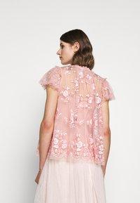 Needle & Thread - ASHLEY EXCLUSIVE - Blůza - desert pink - 2