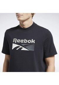 Reebok Classic - CLASSICS SPLIT VECTOR T-SHIRT - Print T-shirt - black - 4