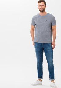 BRAX - STYLE TODD - T-shirt basique - ocean - 1