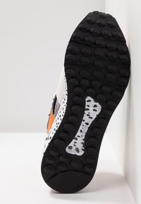 Steve Madden - CLIFF - Sneakers - orange - 6