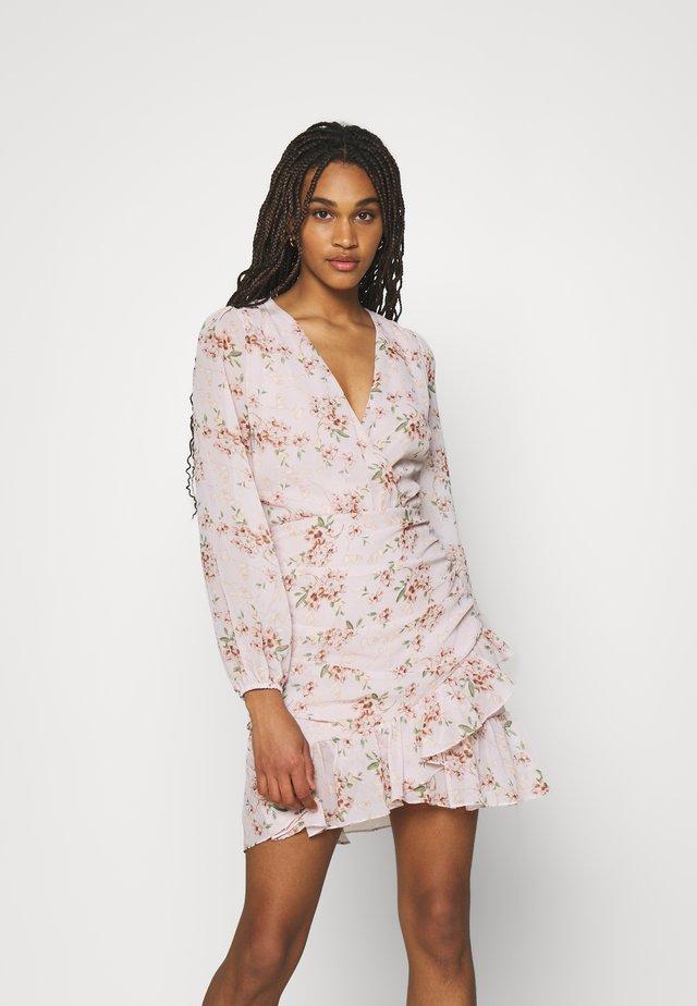 IN LOVE RUCHED DRESS - Sukienka letnia - multicolor
