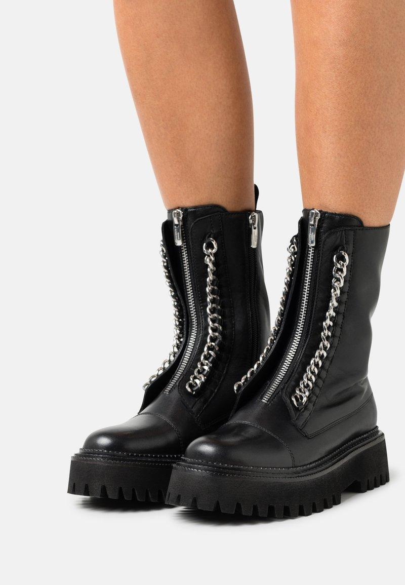 Copenhagen Shoes - ROCK & ROLL - Platåstøvletter - black