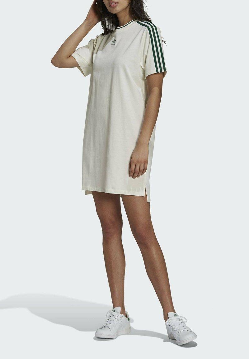 adidas Originals - TENNIS LUXE DRESS ORIGINALS - Vestito di maglina - off white