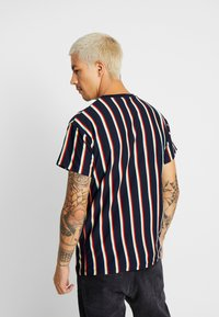 New Look - ALFA VERT STRIPE TEE - T-shirt con stampa - navy - 2