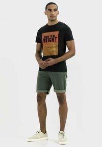 camel active - KURZARM  - Print T-shirt - asphalt - 1