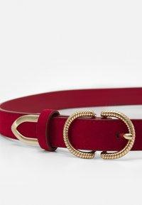 ALDO - TRAUMWEN - Belt - red/shiny gold-coloured - 2