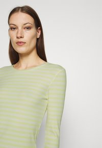 Selected Femme - SLFANNA CREW NECK TEE - Long sleeved top - young wheat/snow white - 3