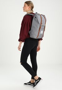 Herschel - RETREAT  - Sac à dos - grey - 5