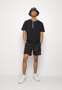 Glorious Gangsta - HARLAN SWIMSHORTS - Shorts - black - 1